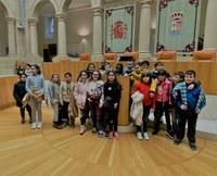 Alumnos y alumnas de 4º de Primaria del C.E.I.P. Vélez de Guevara visitan el Parlamento