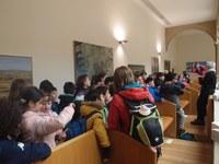 Escolares del Colegio La Estación visitan el Parlamento durante la realización de una etapta del Camino de Santiago