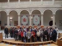 Un grupo de turistas franceses visitan la sede parlamentaria